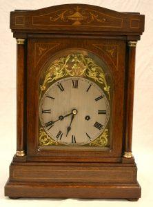 An Edwardian oak bracket clock